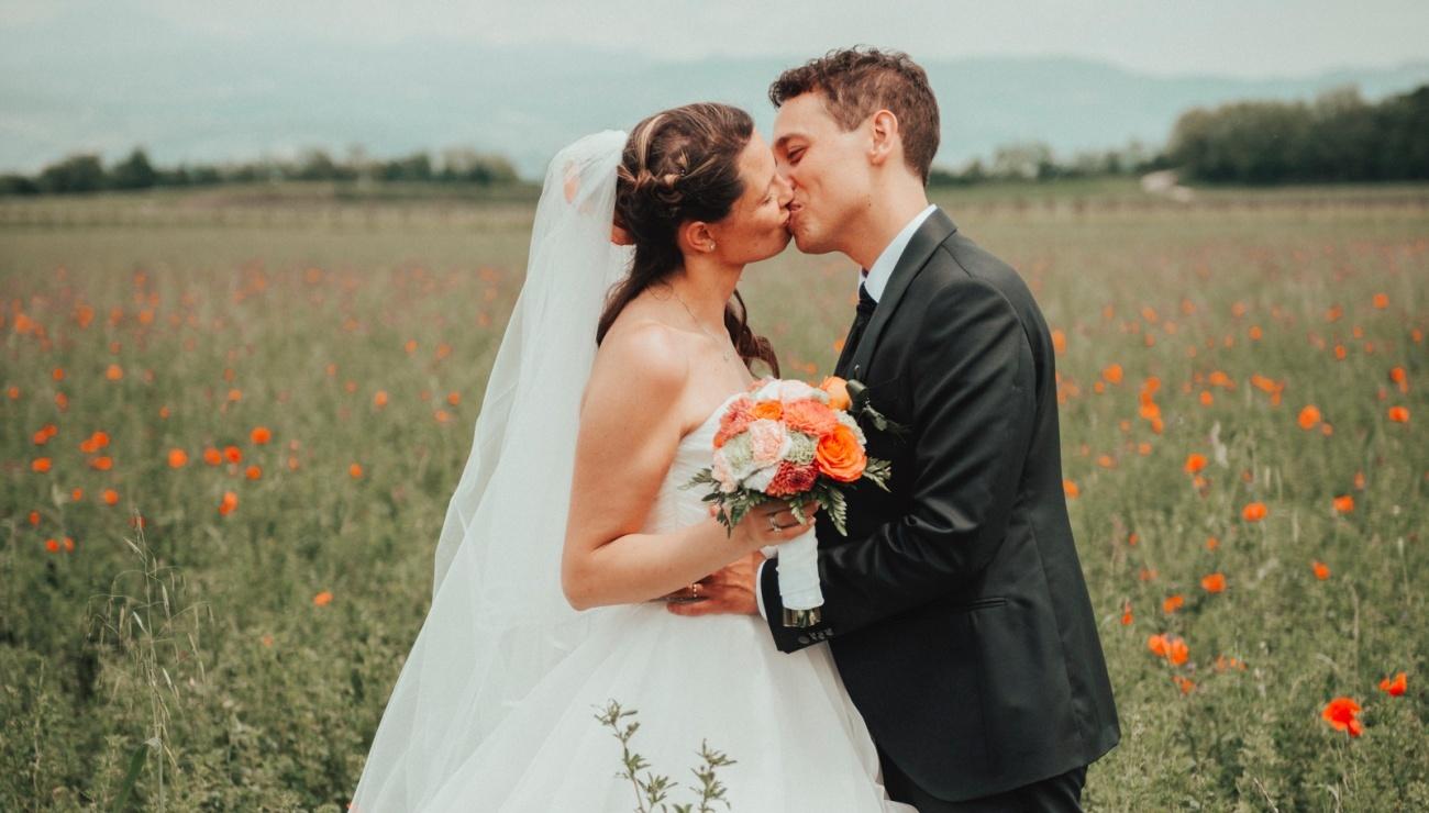 14_Sposi-bacio-prato