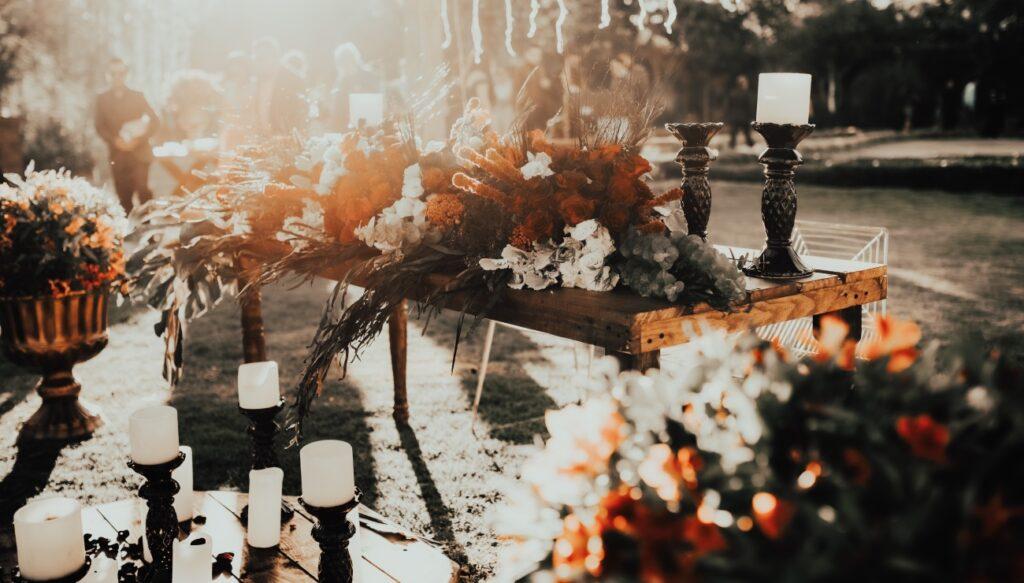 Decorazioni matrimonio di candele e fiori