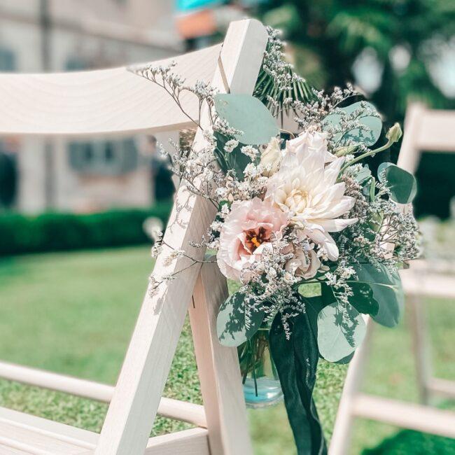 Fiori decorazioni sedia